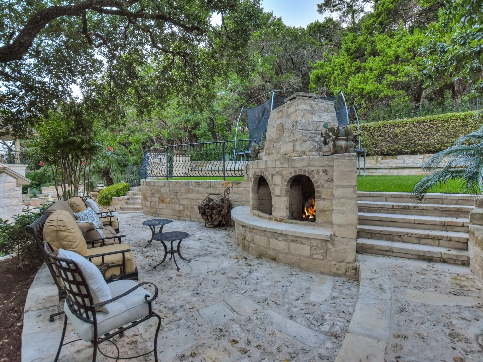 3001 Pescadero Austin house for sale backyard