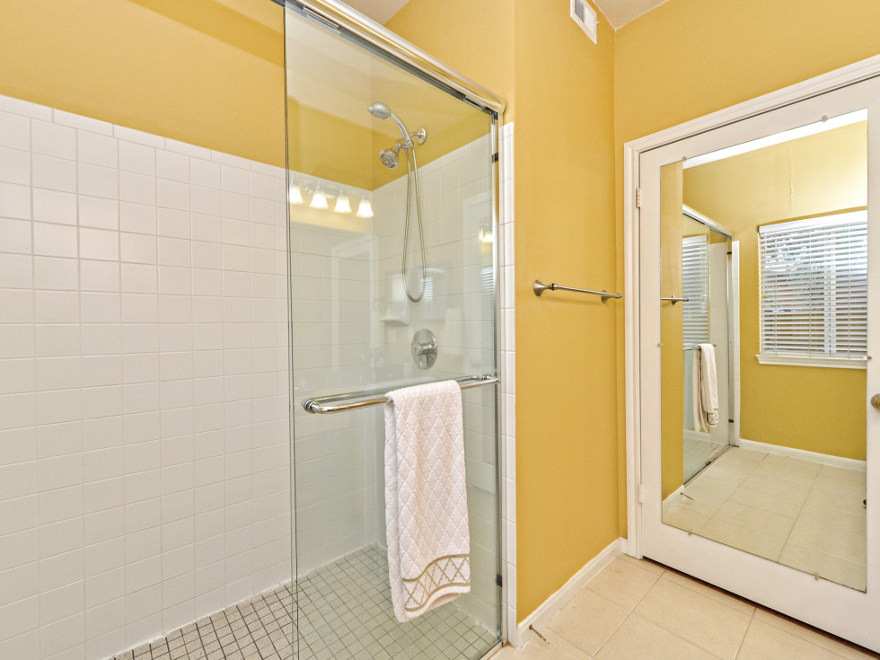 2209 Hancock Austin condo for sale master bathroom