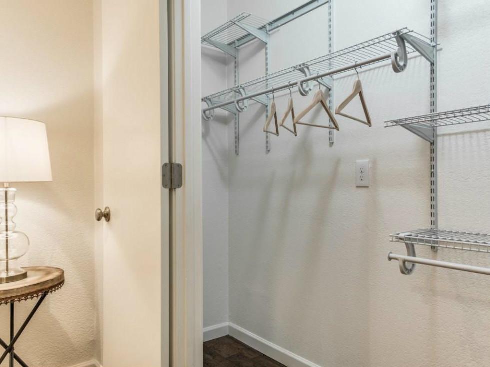 1639 Homewood Pl Dallas house for sale closet