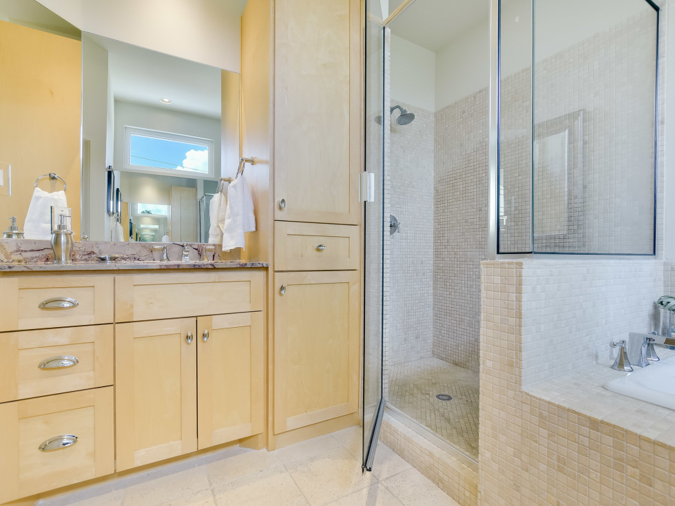 1513 3rd St. Austin house for sale master bathroom