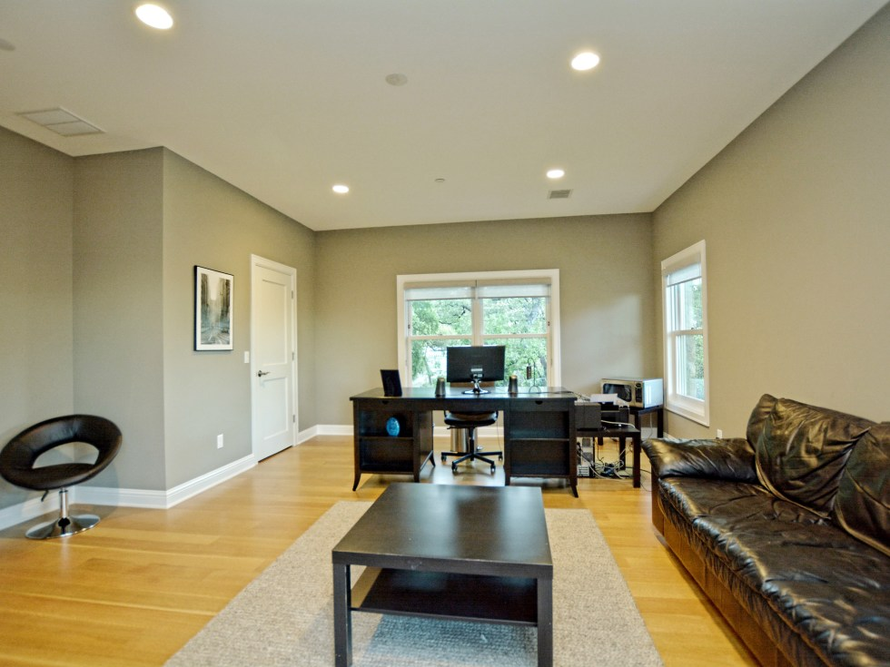 400 Almarian Austin house for sale bedroom