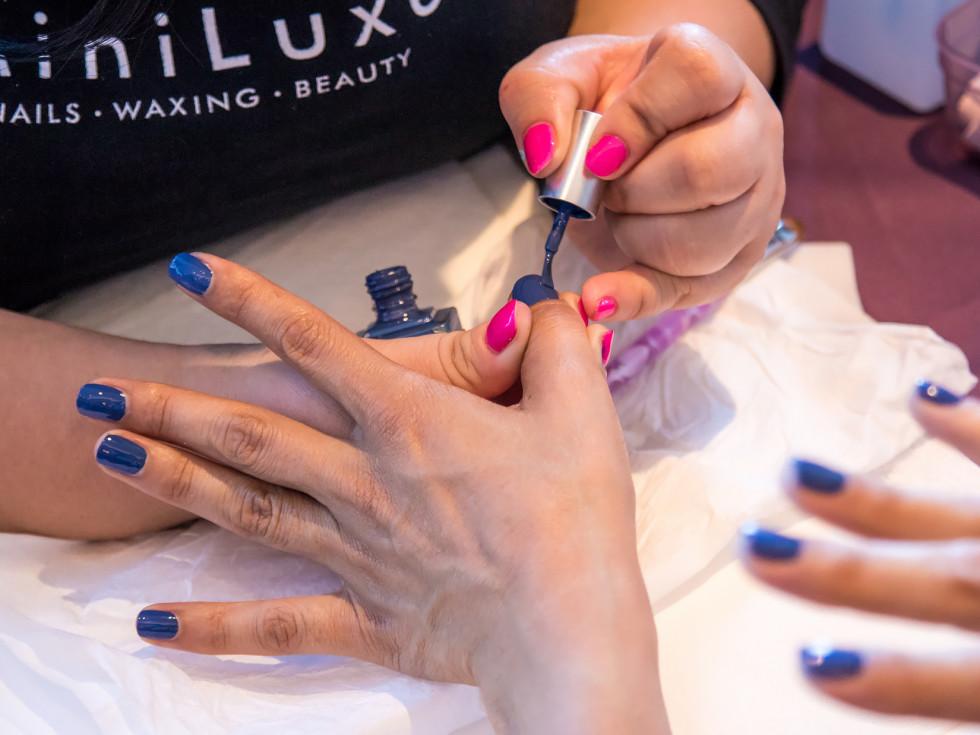 MiniLuxe manicure