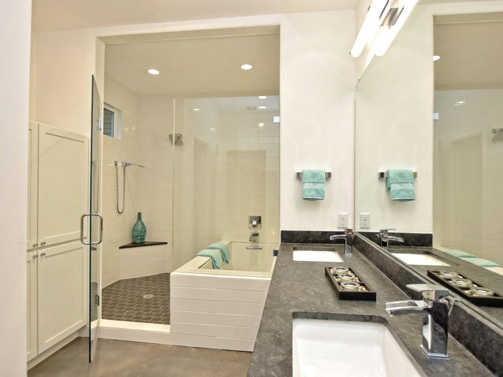 1804 Frazier Austin house for sale bathroom