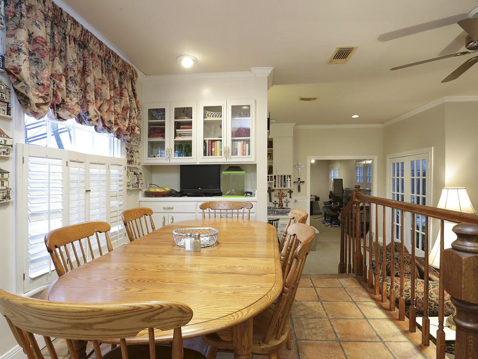 2424 Locke Lane in Houston house for sale breakfast nook