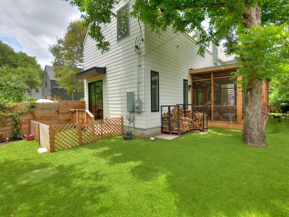 2012A Rabb Glen Austin house for sale backyard