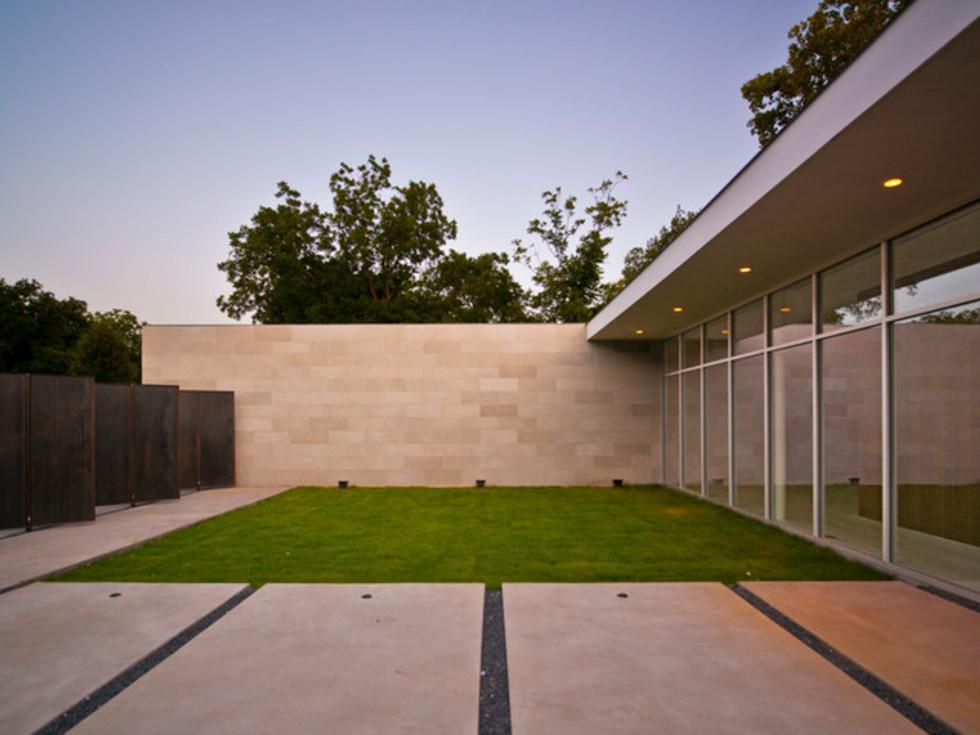 Houzz Dallas house home modern minimalism June 2016 courtyard