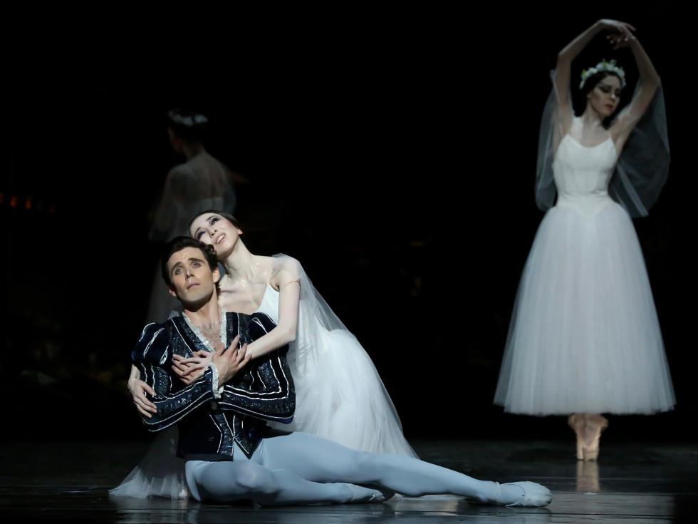 Yuriko Kajiya and Connor Walsh in Houston Ballet Giselle