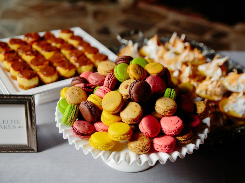 Wedding Maggie Bang and Austen Miller Fredericksburg Boot Ranch desserts