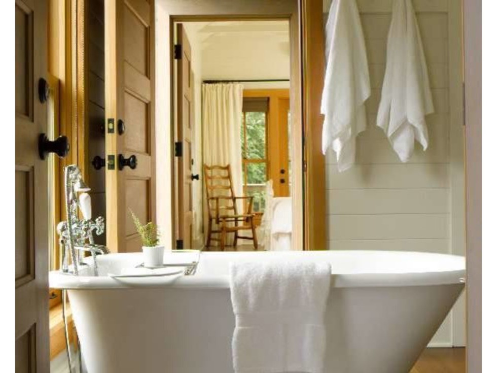 Farmhouse bathroom clawfoot tub Houzz