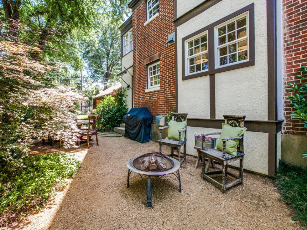 6932 Santa Monica Drive Dallas house for sale backyard