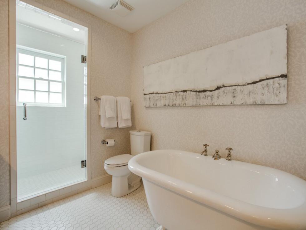 6932 Santa Monica Drive Dallas house for sale master bathroom