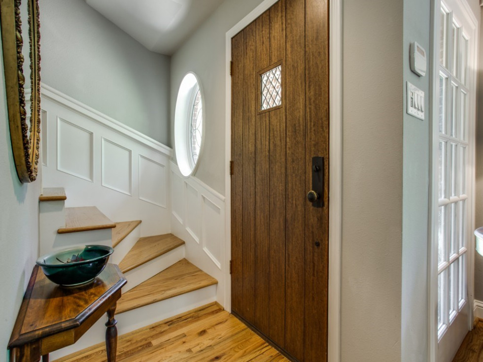 6932 Santa Monica Drive Dallas house for sale entryway