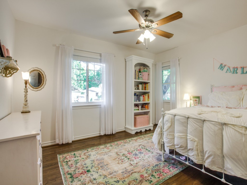 10145 Eastwood Dr. guest bedroom