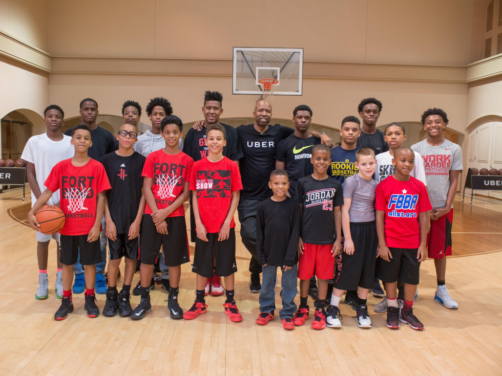 Kenny Smith at 3 point challenge at Houstonian with AAU kids