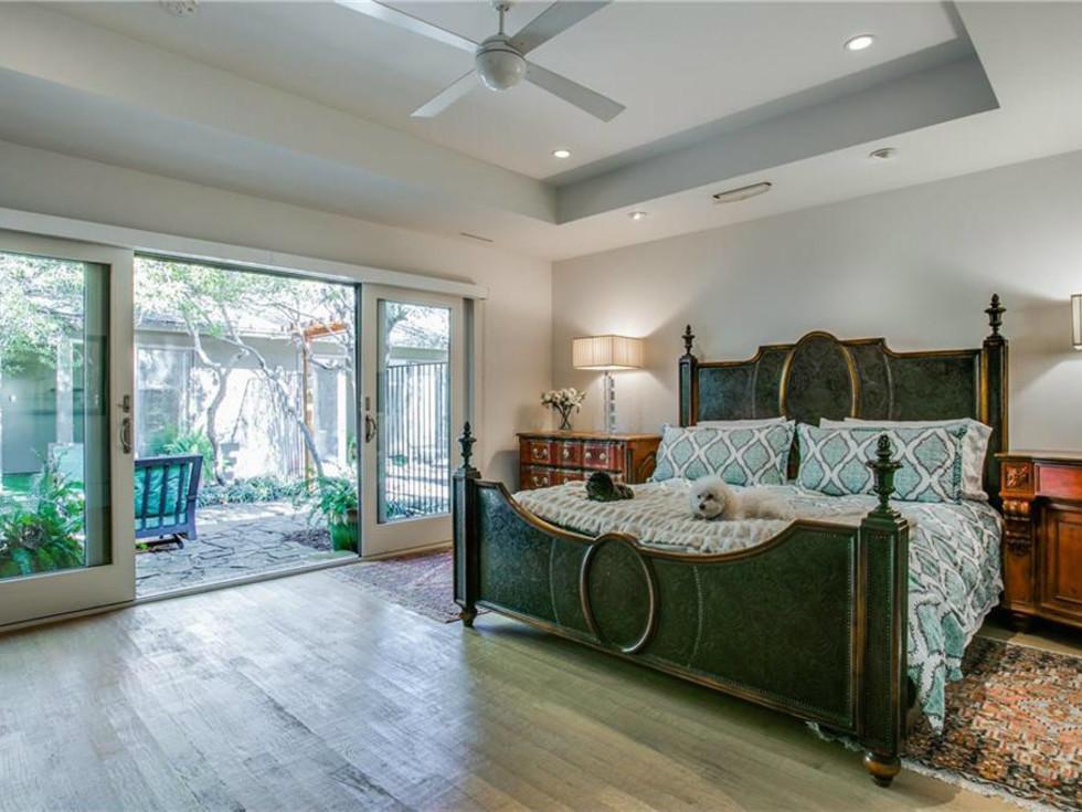 5535 Hanover bedroom