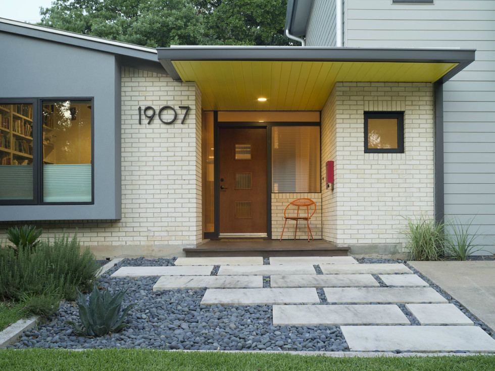 2016 Modern Home Tour house 1907 Barton Parkway Chris Cobb Architecture dining kitchen front