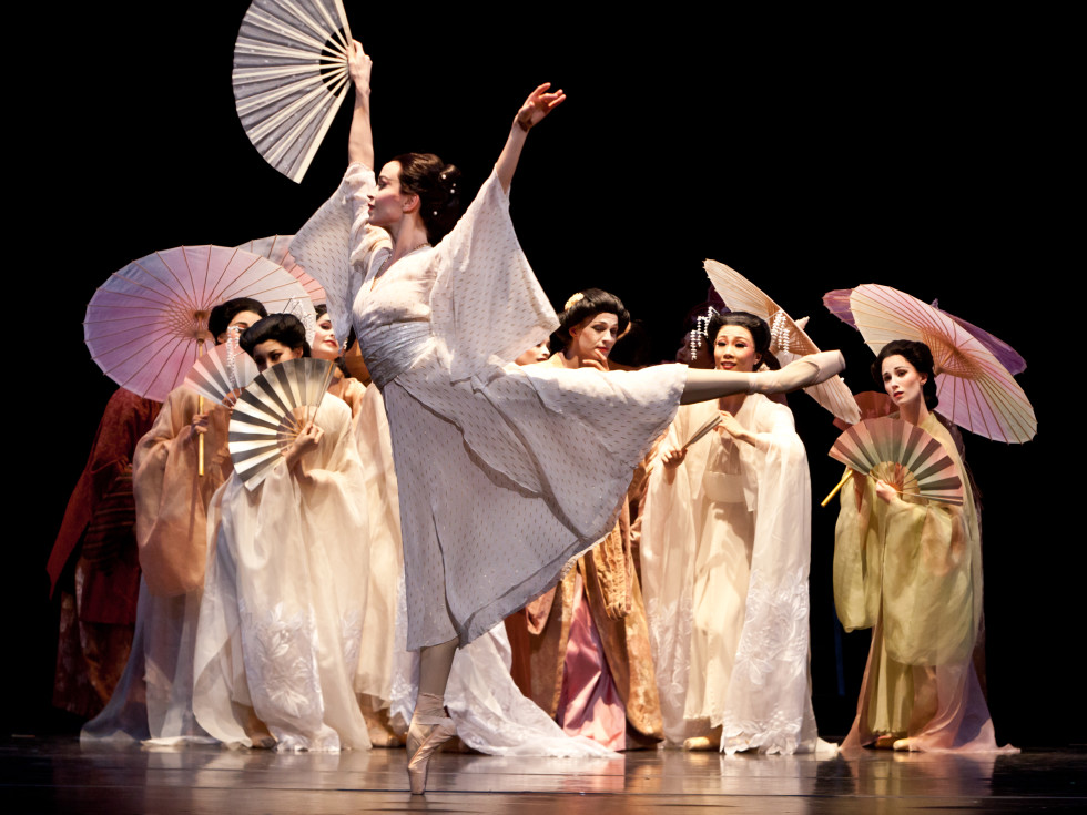 Amy Fote and Houston Ballet artists in Madame Butterfly