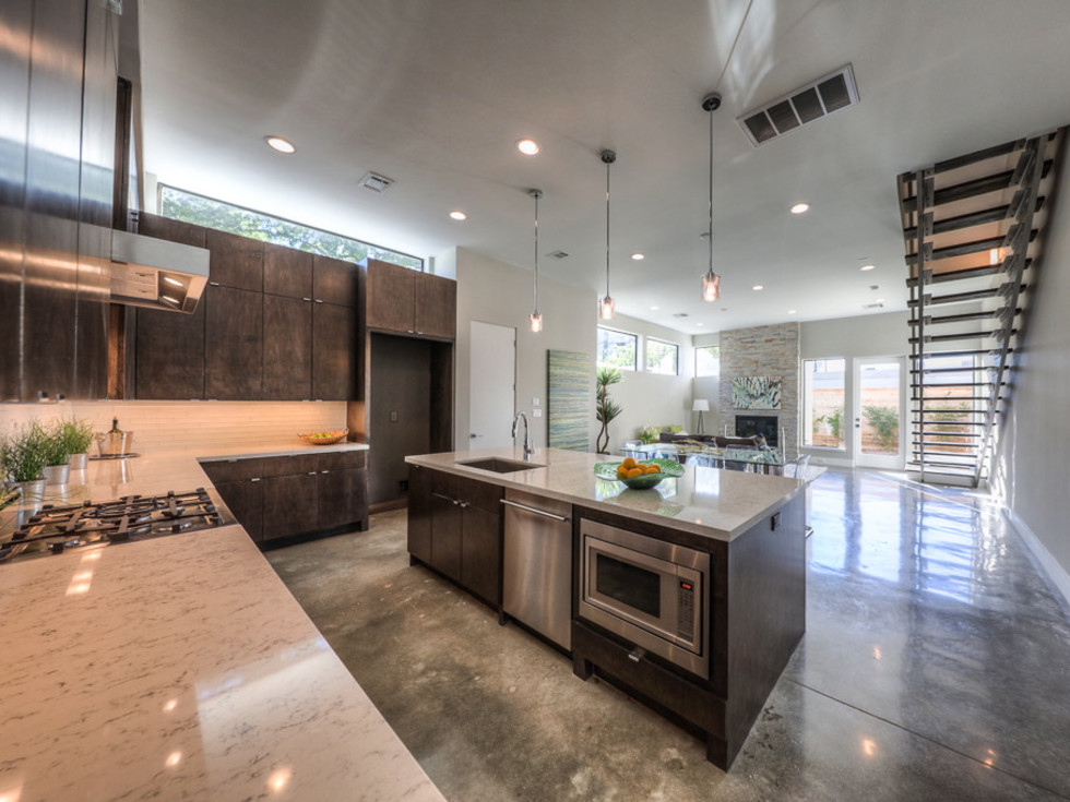 2612 Westgate OTM kitchen living room