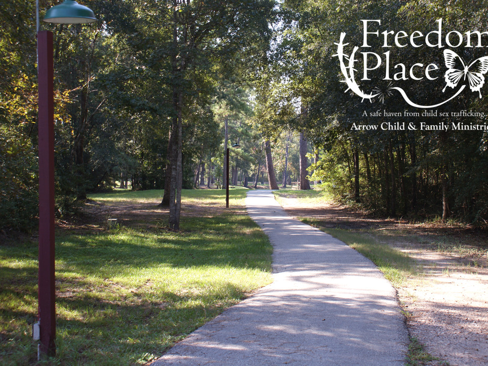 Houston, Freedom Place, January 2016, Walking path lake