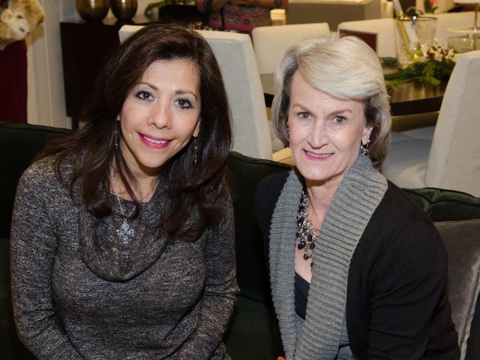 News, PetSet Gifting, Dec. 2015 Gloria Zento, Tauna Ready