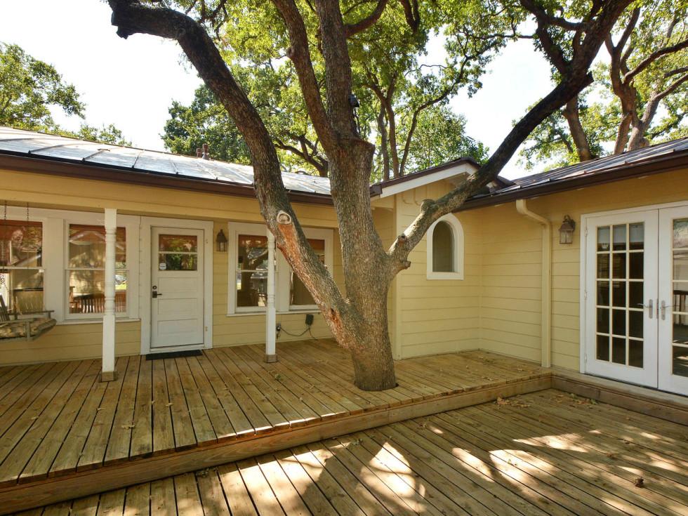 austin house home 2104 Elton Lane Tarrytown 78703 exterior back patio