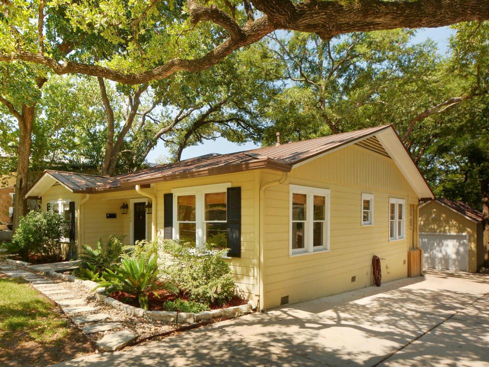 Austin house home 2104 Elton Lane Tarrytown 78703 exterior side driveway