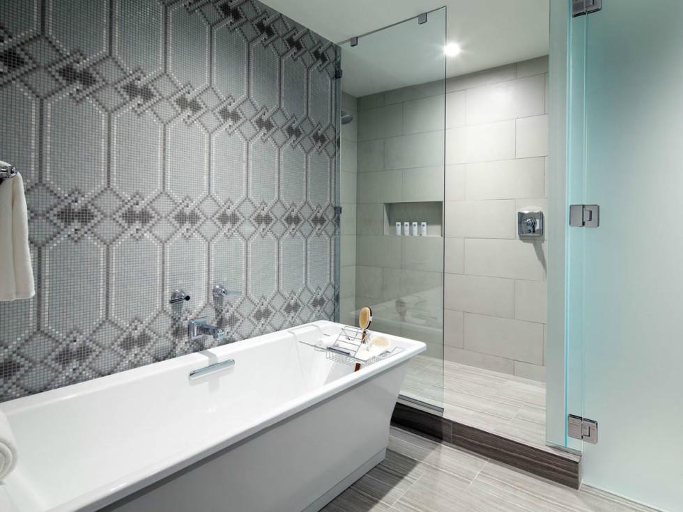 St Anthony Hotel bathroom