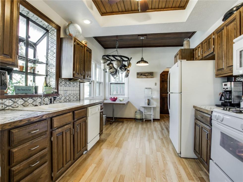 924 Lausanne Avenue Dallas home for sale kitchen