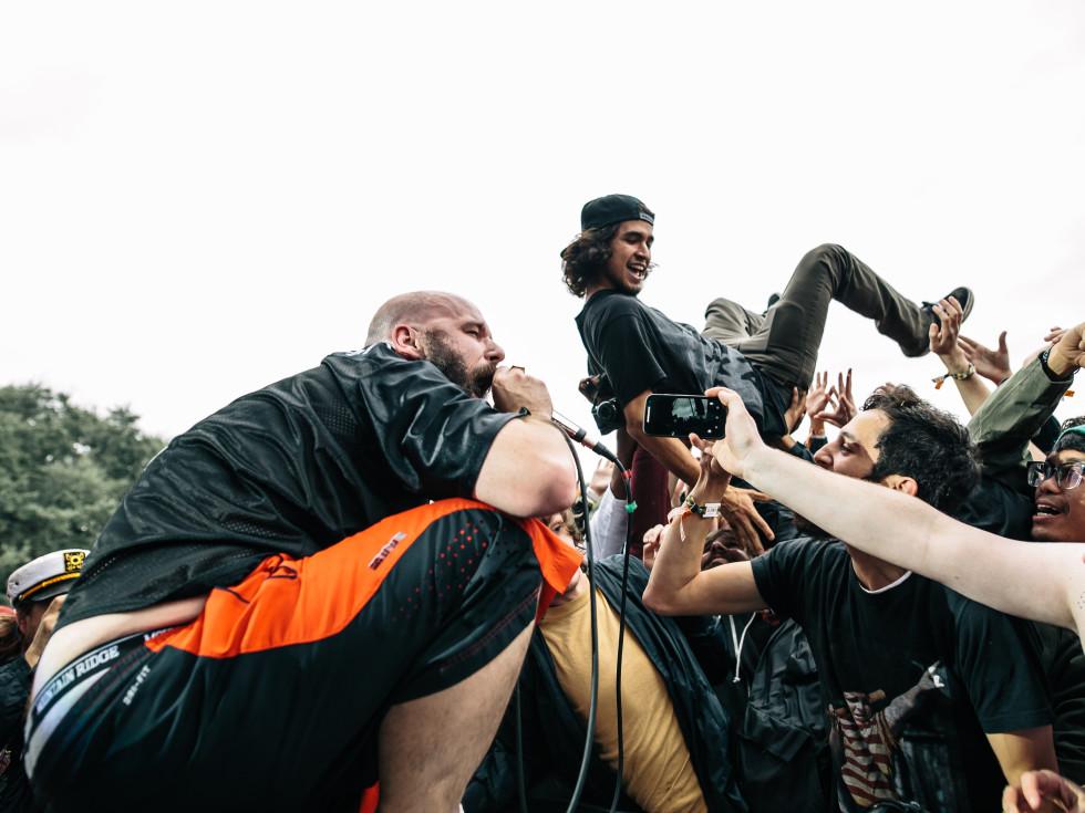 Fun Fun Fun Fest 2015 Fucked Up mosh pit crowd surf