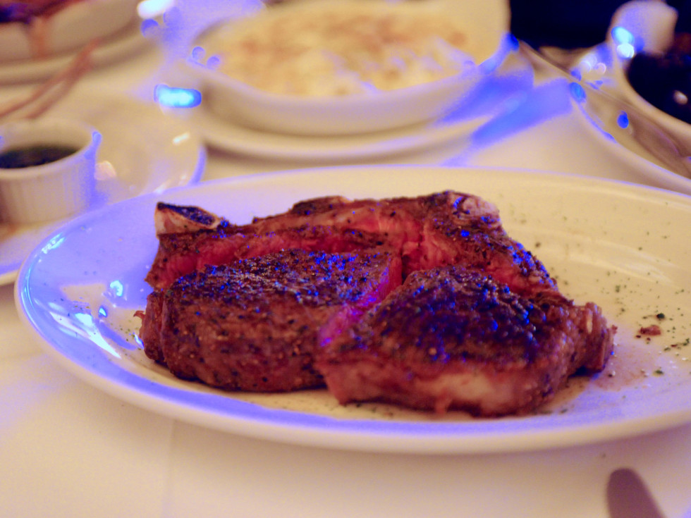 Pappas Bros Steakhouse downtown NY Strip