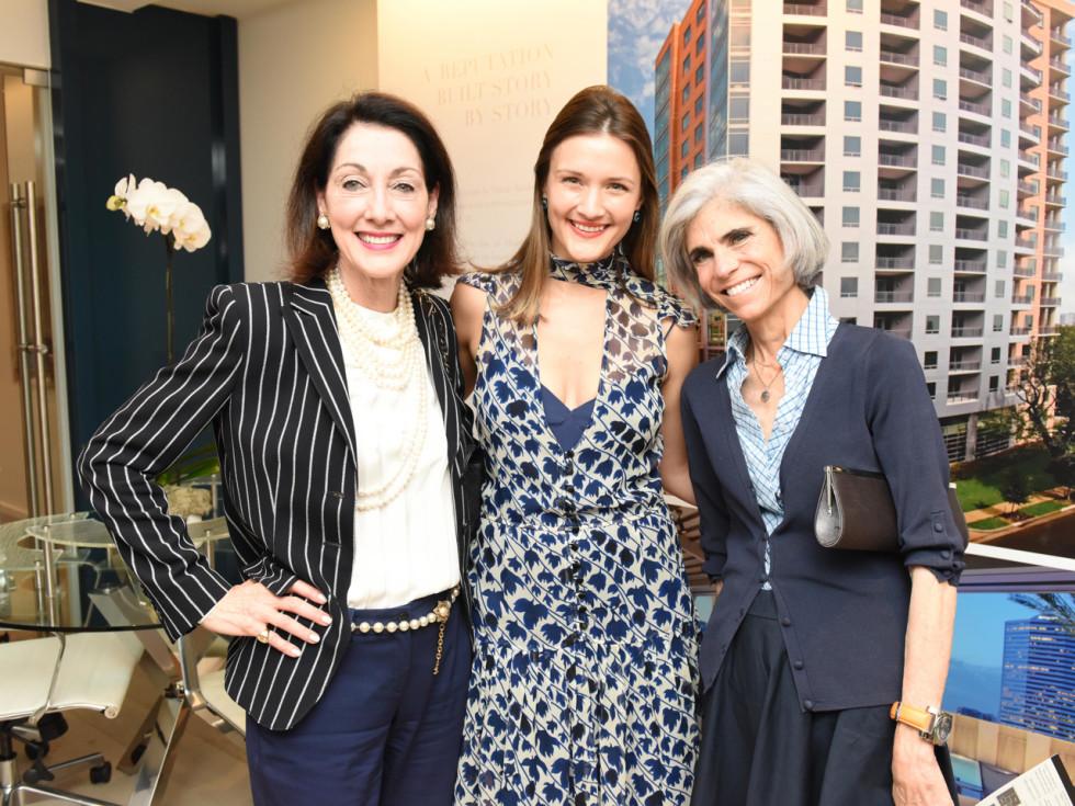 Wilshire Meets the Neighbors Susie Criner, Annie Eifler, Judy Nyquist