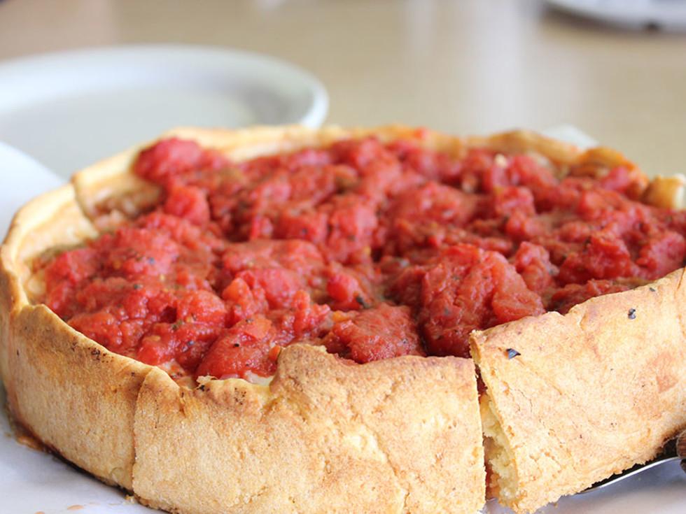 """D""""Marcos deep dish pizza"""