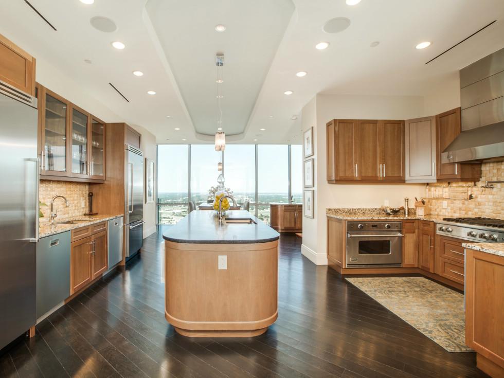 1301 Throckmorton St. Fort Worth Omni penthouse for sale