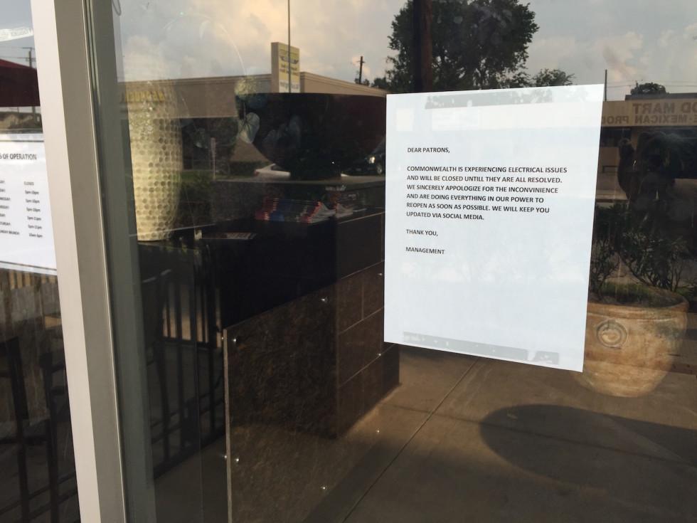 Commonwealth closed sign Washington Ave