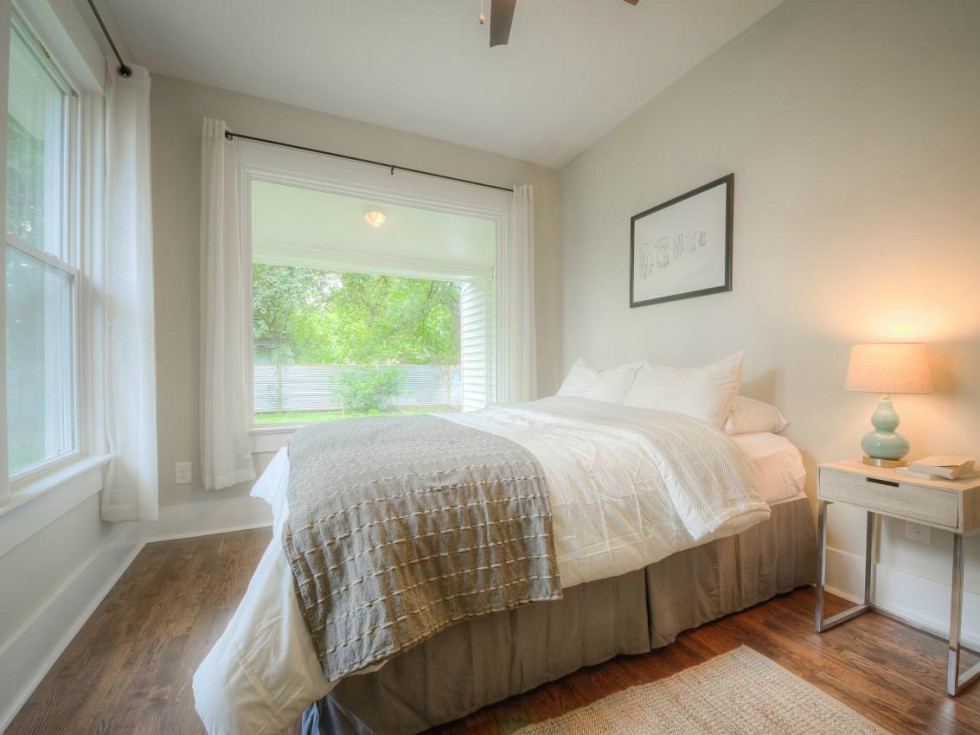 1122 Gunter St 78702 East Austin house master bedroom 2015