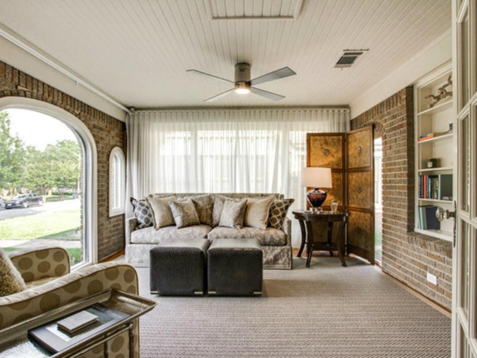 Sun room at 811 Monte Vista Dr. in Dallas