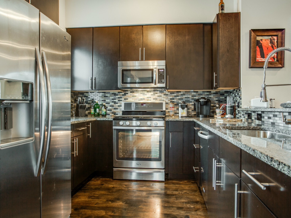 3200 Ross Ave in Dallas kitchen