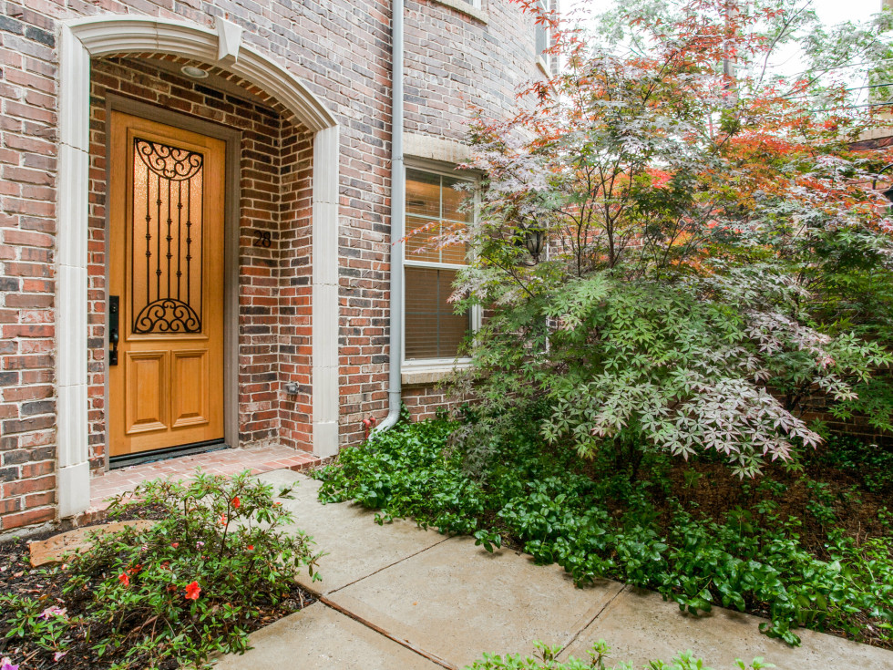 3200 Ross Ave in Dallas front door