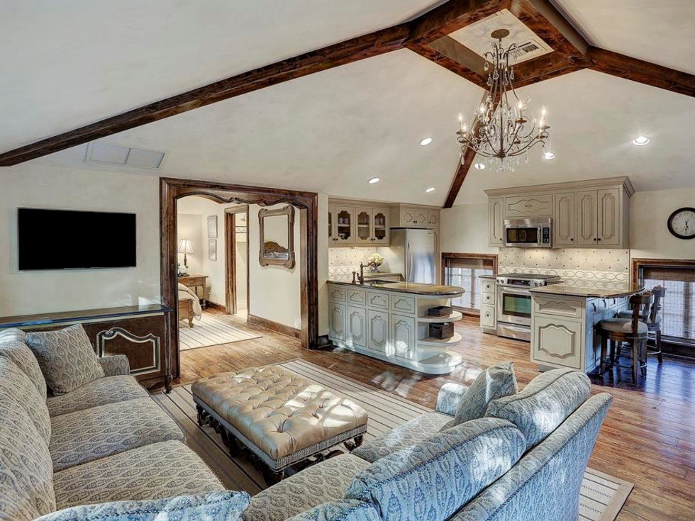 2 Longfellow Lane carriage house guest suite