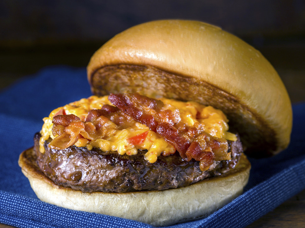 Houston, Fuddruckers, July 2017, Sriracha Pimento Cheese and Bacon Burger.