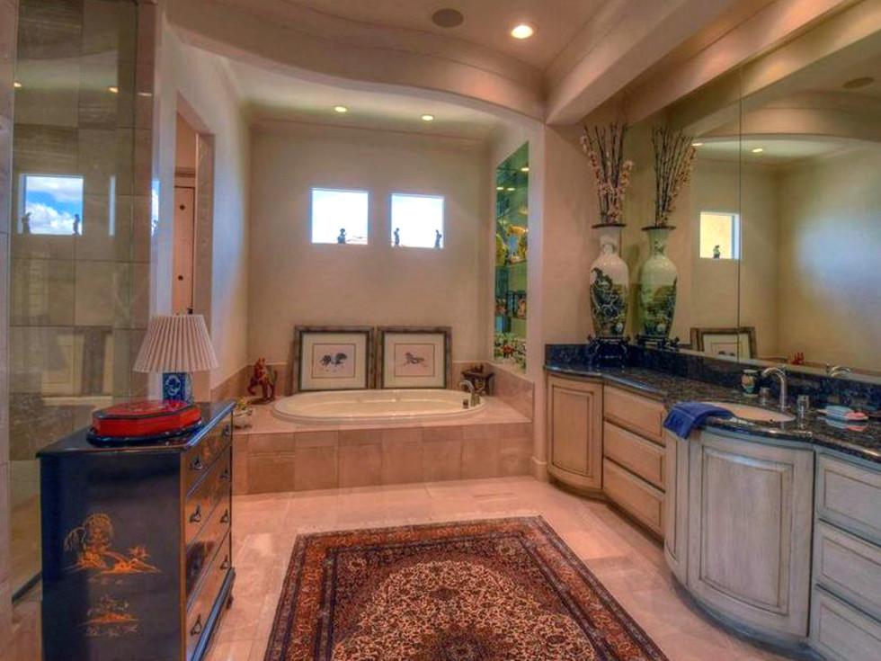 Rex Tillerson home at Horseshoe Bay, master bathroom