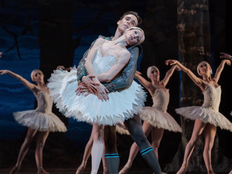 Houston Ballet: Sara Webb and Connor Walsh in Swan Lake