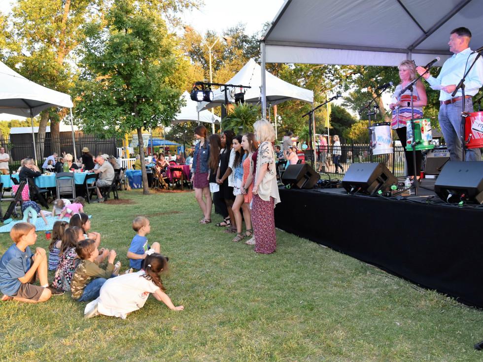A concert at Cottonwood Art Festival