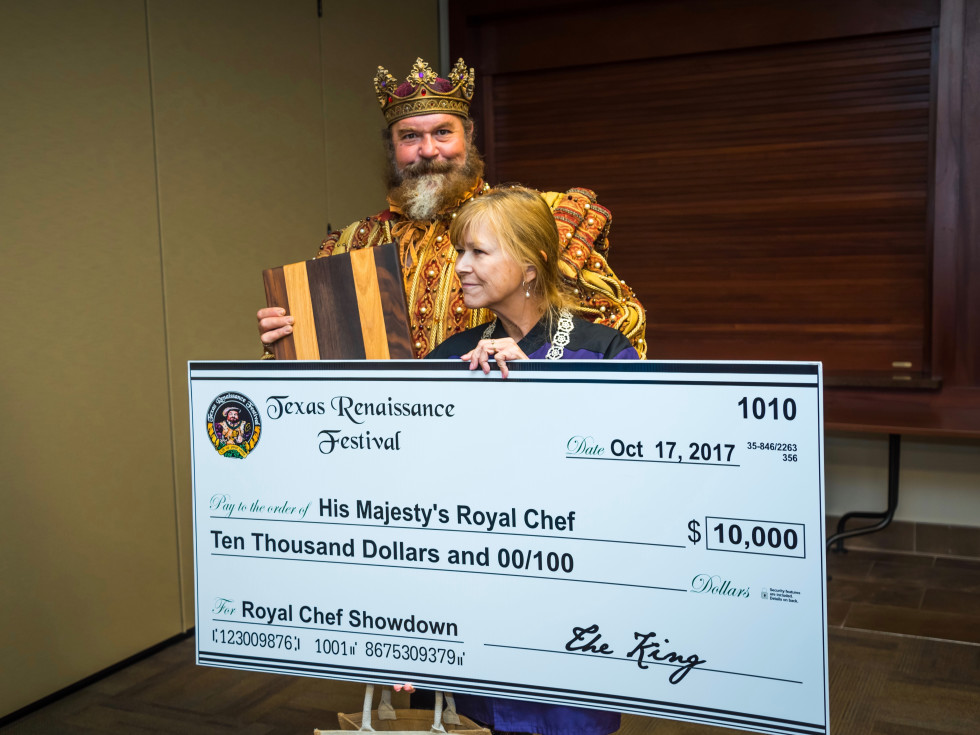 Robin Mueller poses with Texas Renaissance Festival king after winning food contest