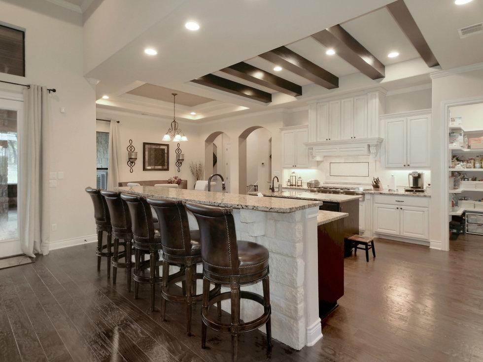 3006 Welton Cliff kitchen