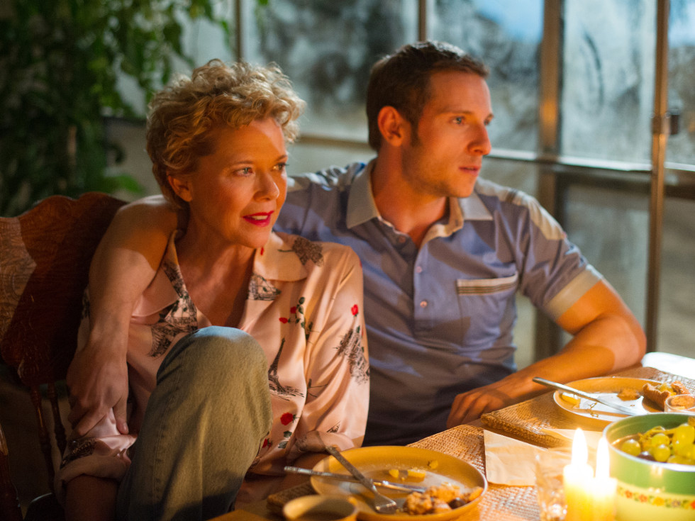 Annette Bening and Jamie Bell in Film Stars Don't Die in Liverpool