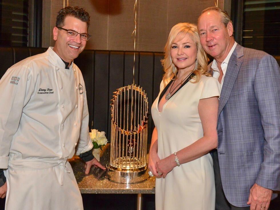 Houston - Jim Crane - Houston Astros - World Series trophy - Potente