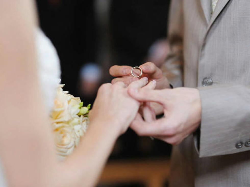 Austin Photo Set: News_Christina_daughter_ring_feb 2012_wedding ring
