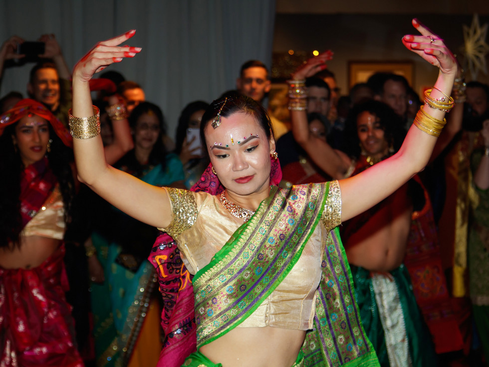 Bollywood dancer at Toast to Life 2018