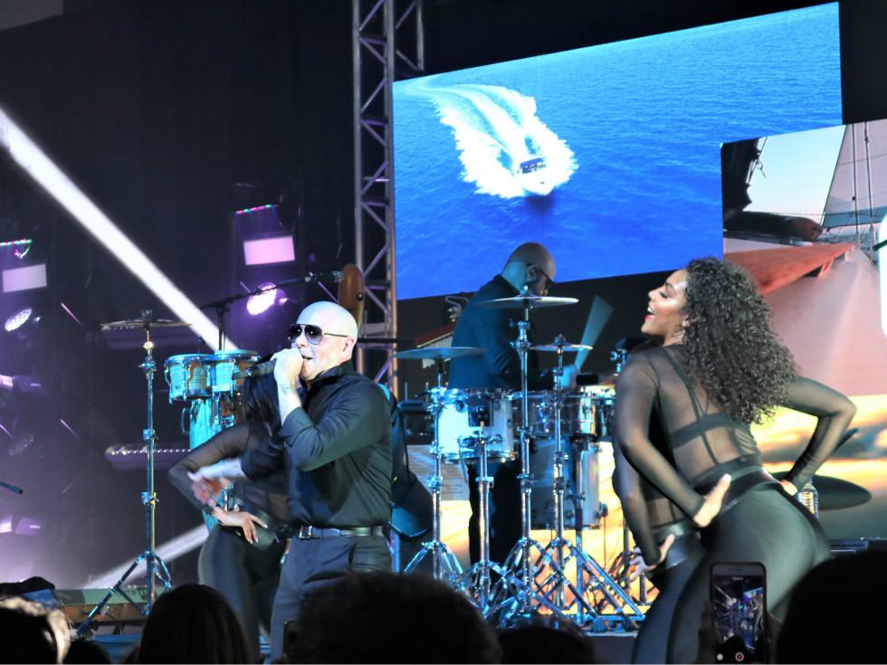 Pitbull and dancers
